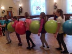 Cvičení s velkými gymnastickými míči - 4. třída