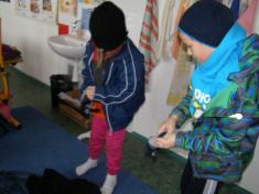 Učíme sepojmenovat oblečení.